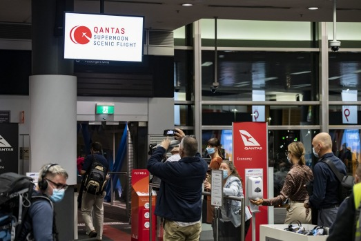 Supermoon eclipse, May 26 2021: Qantas passengers get sky-high view of supermoon eclipse